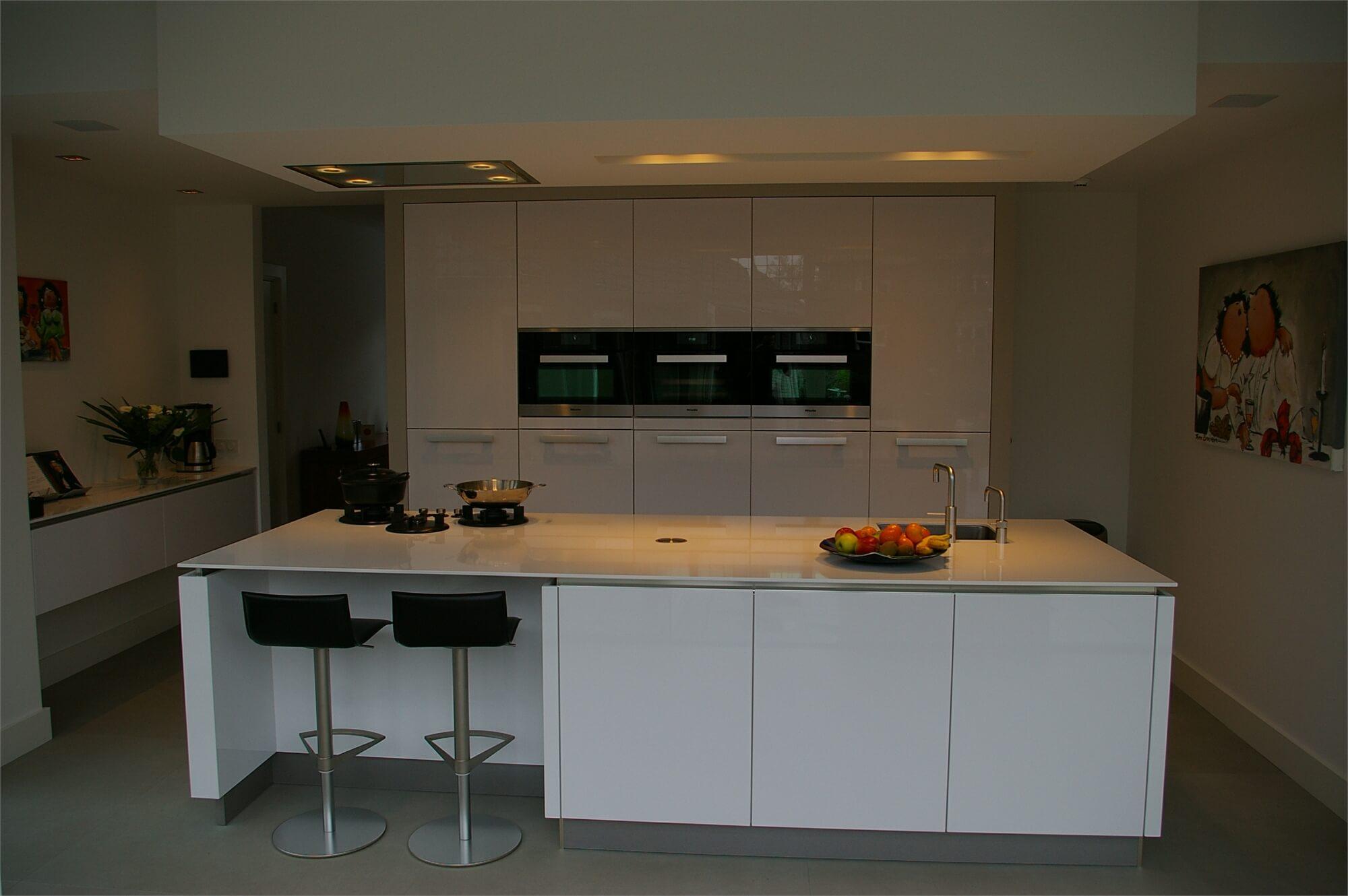 Moderne maatwerkkeukens manders keukens - Keuken uitgerust m ...